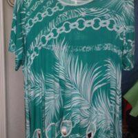 Tunique verte avec motifs